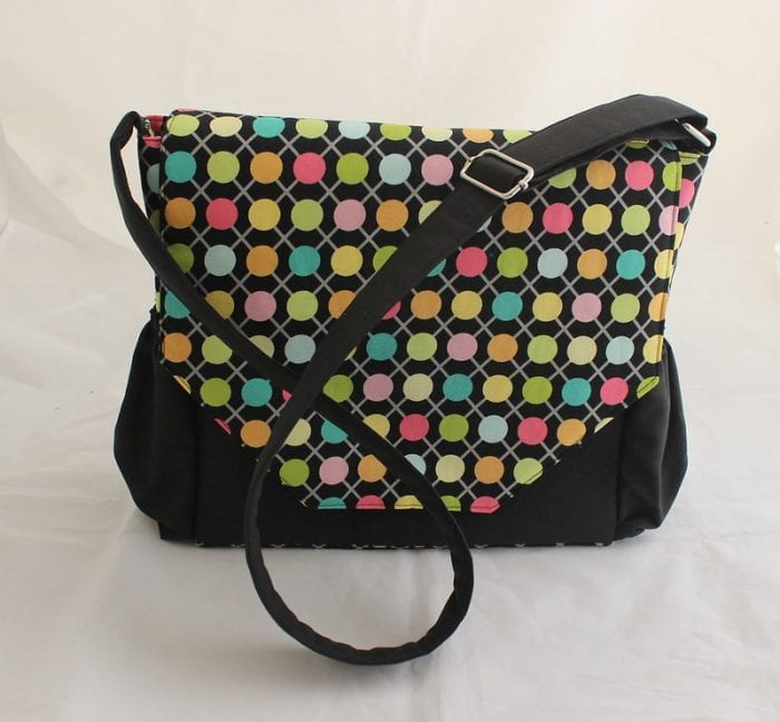 Polka dots shoulder diaper bag. Looks like it's easy to carry.