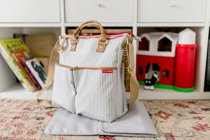 this diaper bag got 2 options on how to carry. it can be carried by hand or by shoulder with adjustable straps.