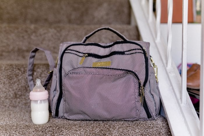 This top pick diaper bag for mom looks so neat and clean. It got front and side pockets that give you enough space for your baby's stuff.