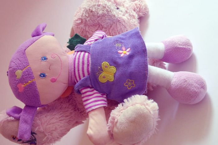Machine washable plush baby doll. A baby doll that is washable is good for toddler to keep the baby doll clean all the time.