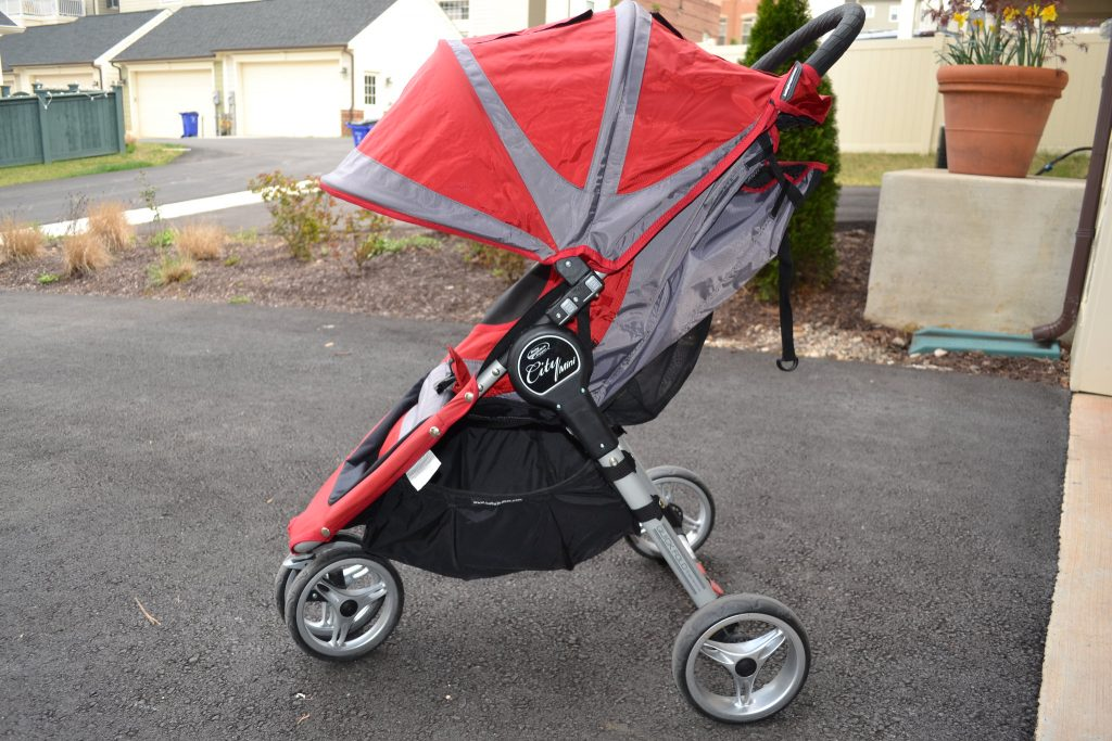 3 wheel stroller. Check the pros and cons using the three wheel stroller.